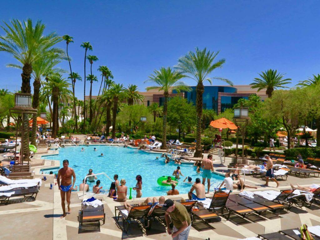 Piscine de l'hôtel Monte Carlos à Las Vegas