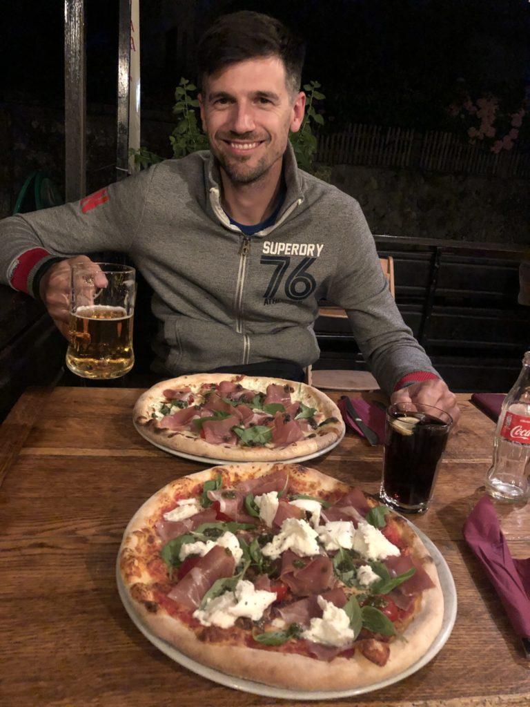 Photo de deux bonnes pizza
