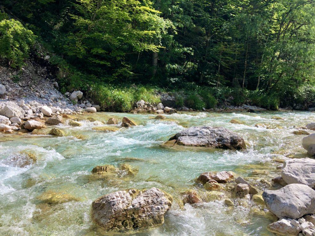 L'eau émeraude de la rivière Soča