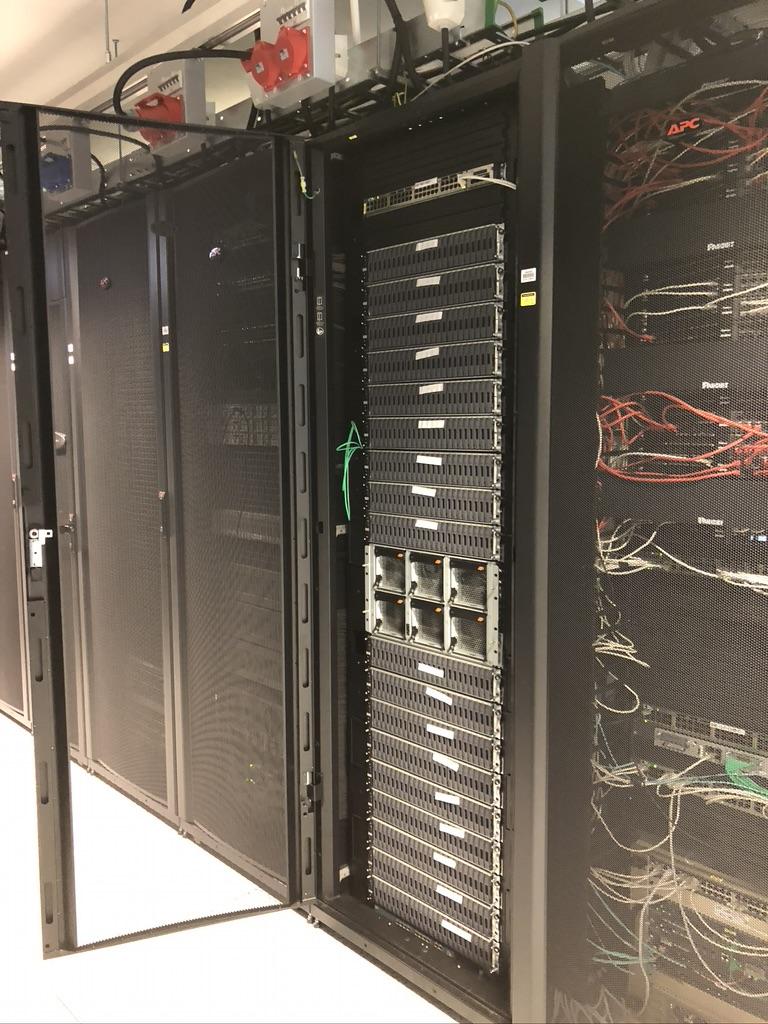 photo d'un rack de serveurs